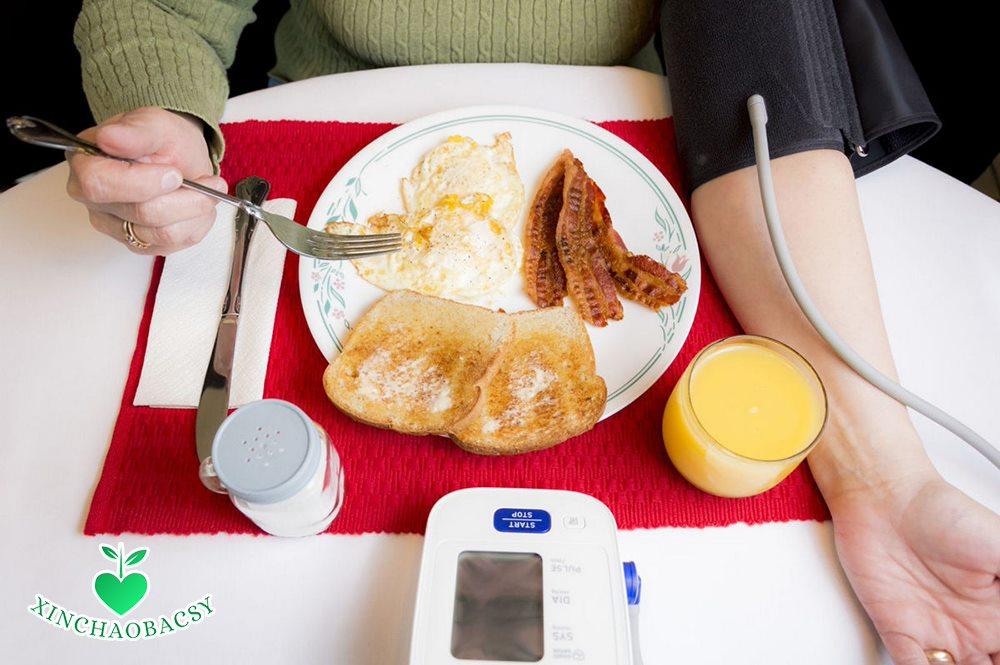 Hạ huyết áp sau ăn – Cách nhận biết và phòng ngừa tại nhà